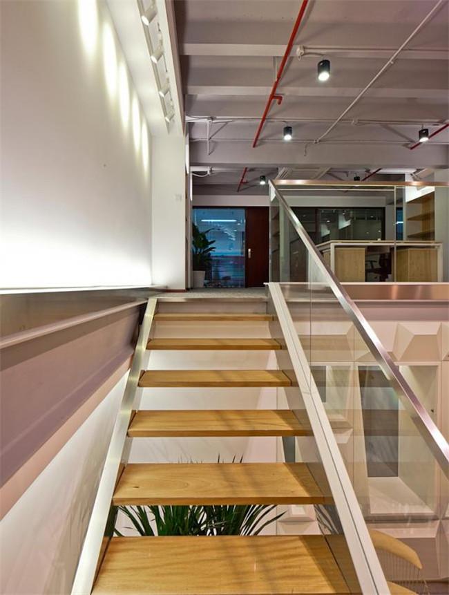 漂亮的办公室木质楼梯参考图集