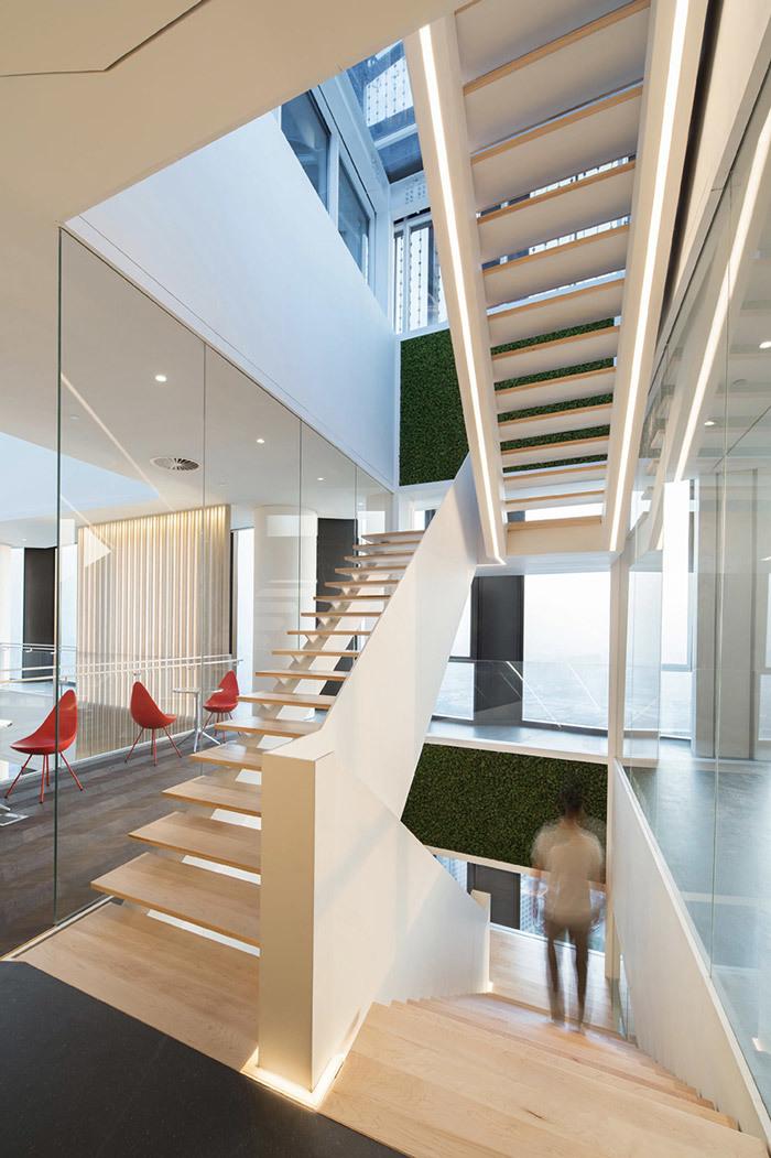 大美的办公室楼梯效果图