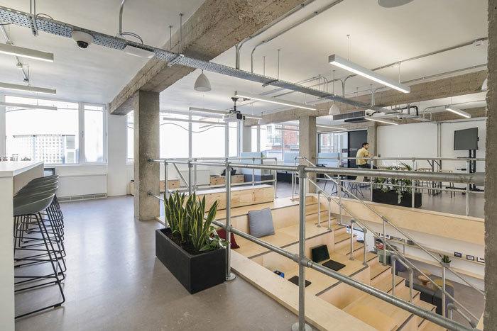 重庆办公室装修楼梯配套集赏析